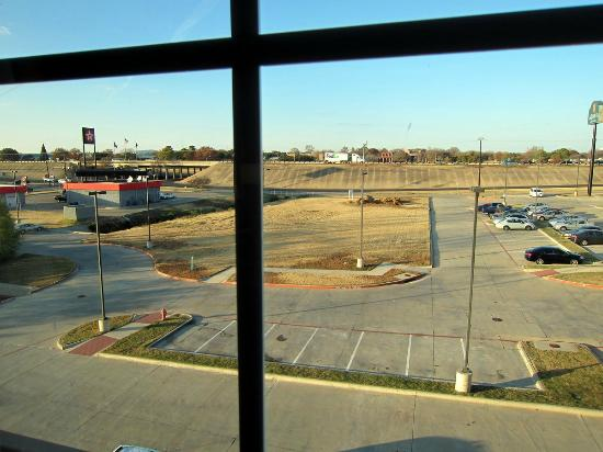 La Quinta Inn & Suites DFW Airport West - Euless: The immediate area doesn't have much shopping