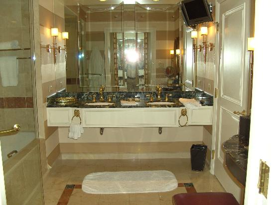 The Venetian Las Vegas: bathroom double basin counter top