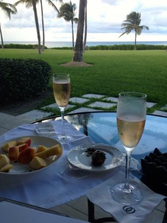 One & Only Ocean Club: champagne and strawberries!