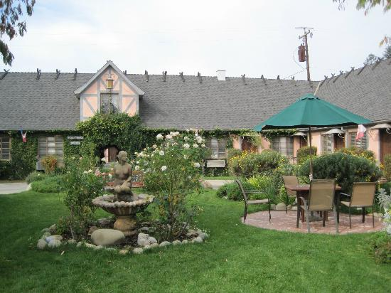 Solvang Gardens: Front gardens