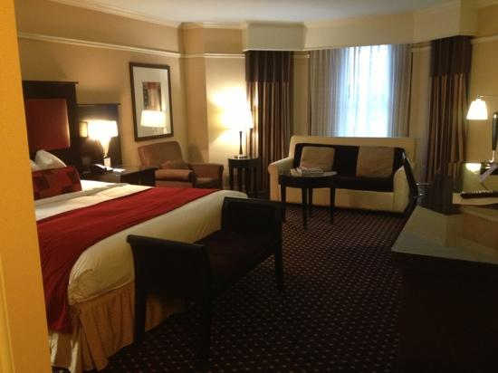 Hotel Blake Chicago: Nice and spacious guestroom