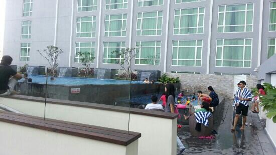 Hatten Hotel Melaka: Swimming pool at 12th floor