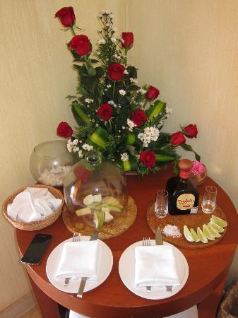Cala de Mar Resort & Spa Ixtapa: romance package for one
