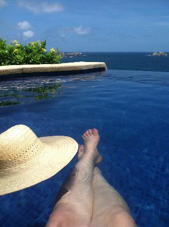 Cala de Mar Resort & Spa Ixtapa: my own personal infinity pool