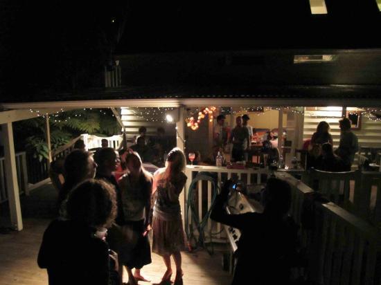 Hekerua Lodge Backpackers Hostel: Summer evening