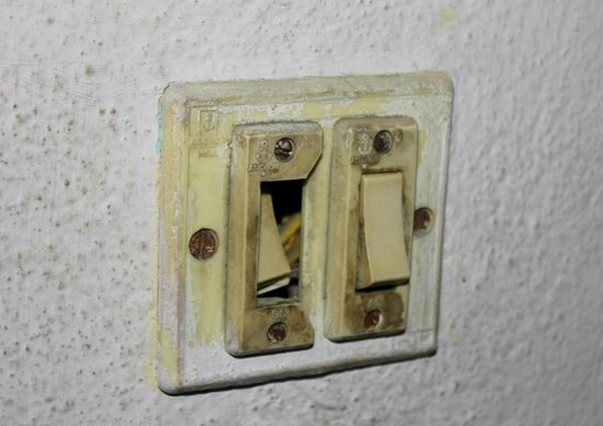 Tibet Peace Guest House: the bathroom switch