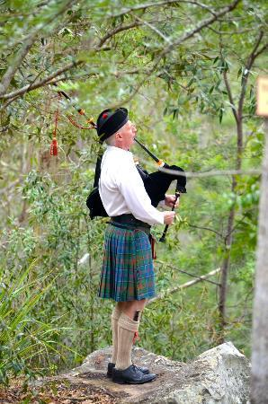 Capers Guest House: Bagpipes