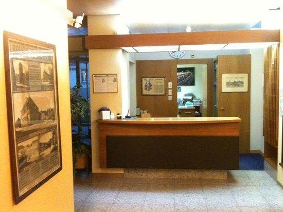 Hotel Terminus: Reception/Lobby