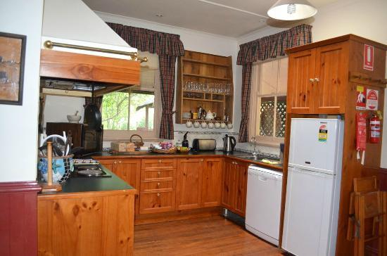 Capers Guest House: Cottage kitchen