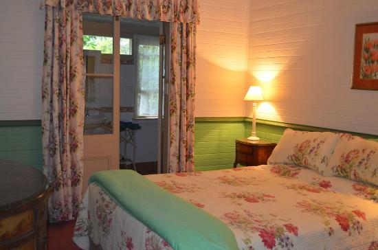Capers Guest House: Bedroom