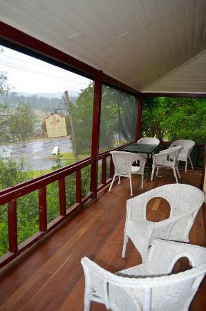 Capers Guest House: Verandah of the cottage