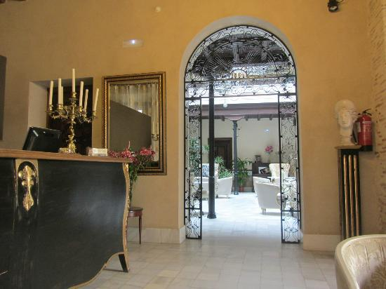 Hotel Casa 1800 Sevilla: Modern & Sophisticated Entrance