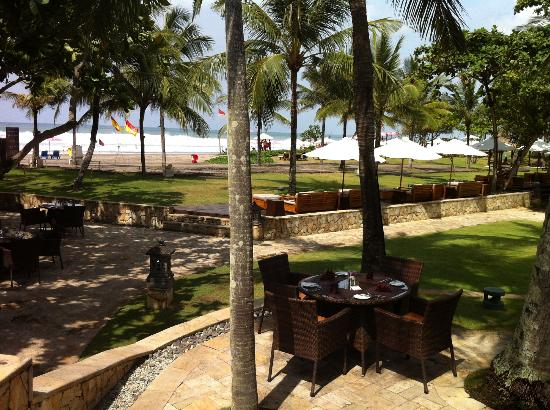 The Royal Beach Seminyak Bali - MGallery Collection: La plage vue de la piscine