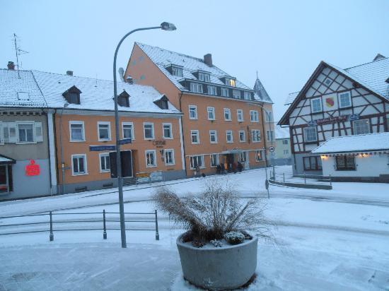 Ringhotel Zum Goldenen Ochsen: hotel sotto una nevicata
