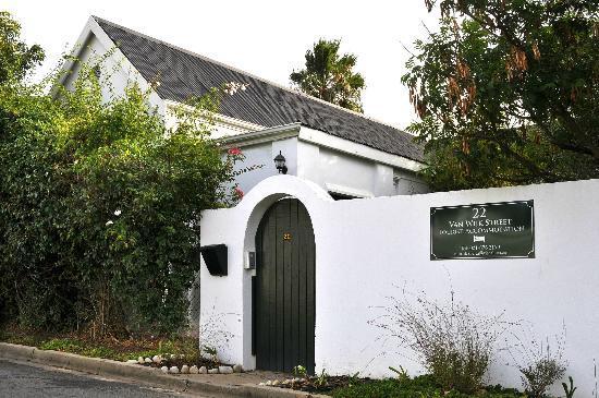 22 Van Wijk Street Guest Rooms: Guest Entrance