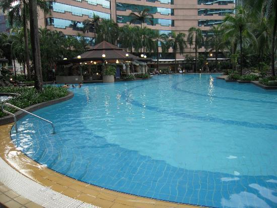 Swimming pool picture of renaissance kuala lumpur hotel kuala lumpur tripadvisor for Best hotel swimming pool in kuala lumpur