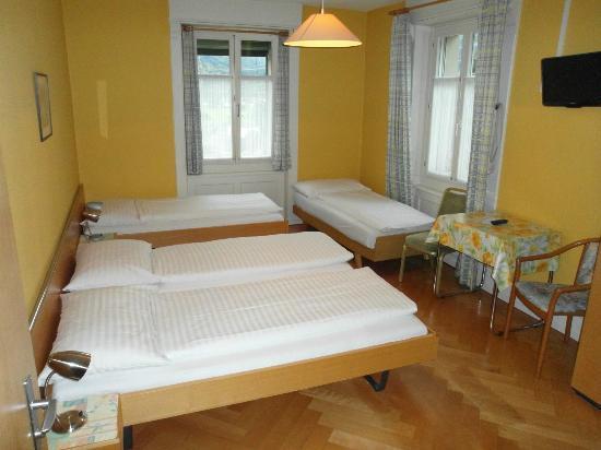 Zimmerausstattung picture of waldhotel unspunnen for Zimmerausstattung hotel
