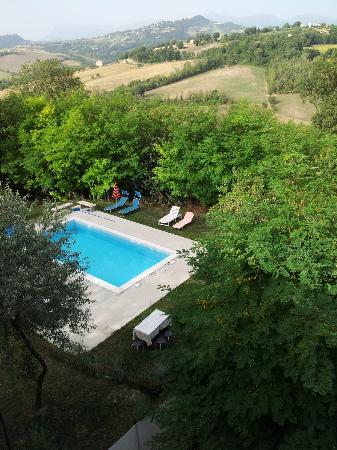 Il Leone Rosso B&B : Panorama con piscina dal terrazzo
