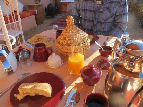 Riad Adriana: Breakfast on the roof