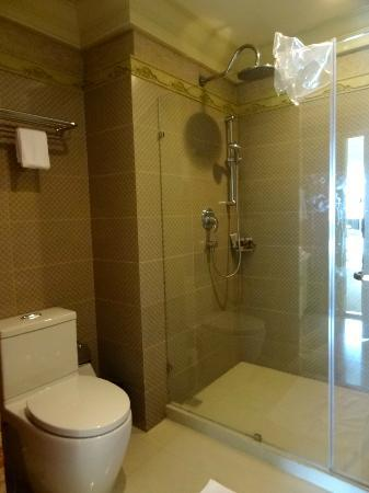 Kingston Suites: Bathroom
