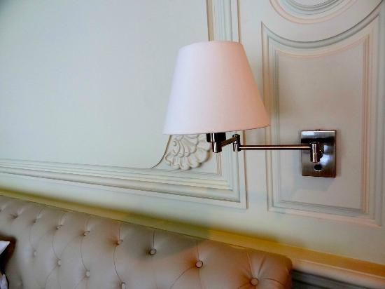 Kingston Suites Bangkok: Bedside lamp