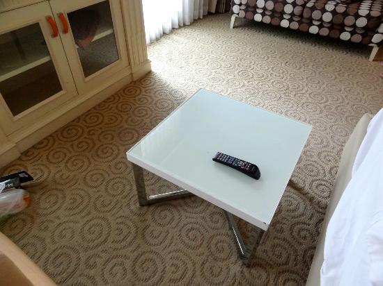Kingston Suites Bangkok: coffee table
