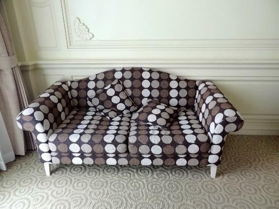 Kingston Suites Bangkok: Sofa