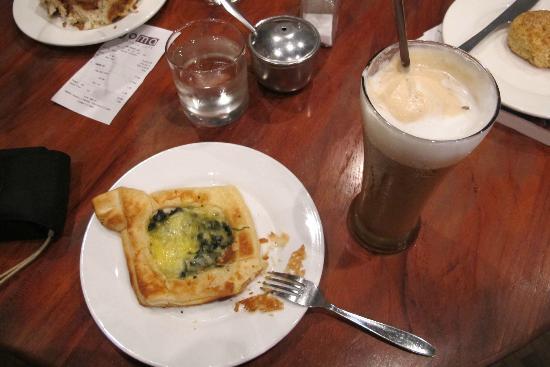 Joma Bakery Cafe: breakfast at koma bakery