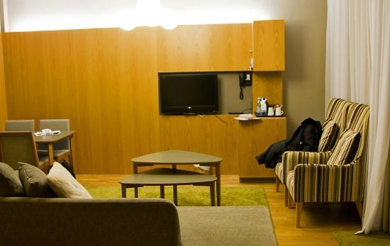 Break Sokos Hotel Levi: Livingroom with TV