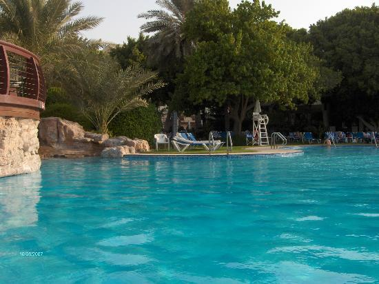 Le Meridien Abu Dhabi: Outdoor pool