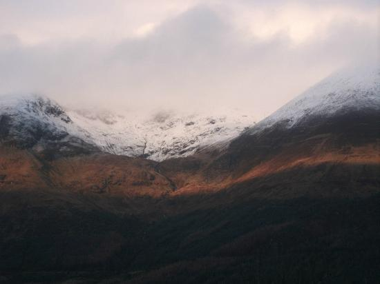 Letterfinlay Lodge Hotel: snow capped hills