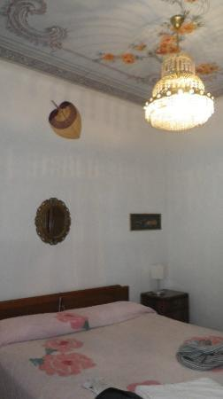 Locanda dalla Compagnia: Our bedroom with beautiful ceiling painting & chandelier