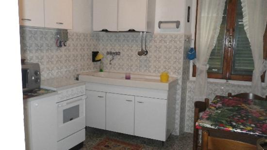 Locanda dalla Compagnia: Apartment separate kitchen/dining