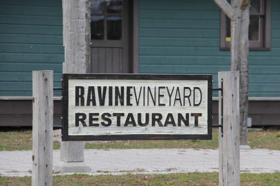 Ravine Winery Restaurant: Building