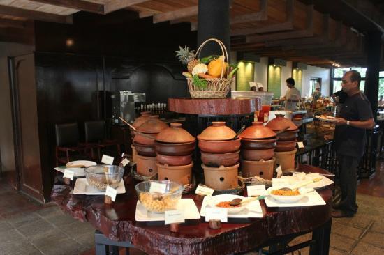 Deer Park Hotel: Breakfast spread