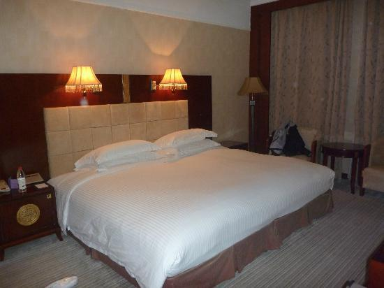 Mercure Xian on Renmin Square: King Size Bed