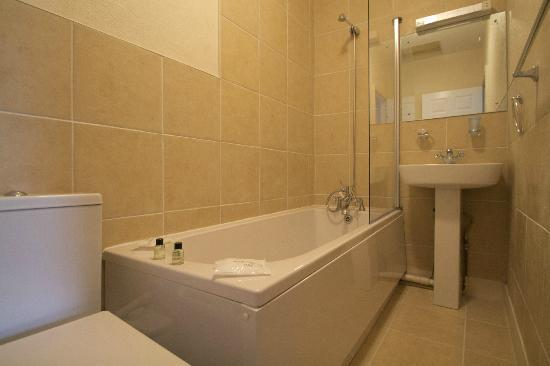 The Bugle Coaching Inn: One of the Newly Refurbished En-Suite Bathrooms