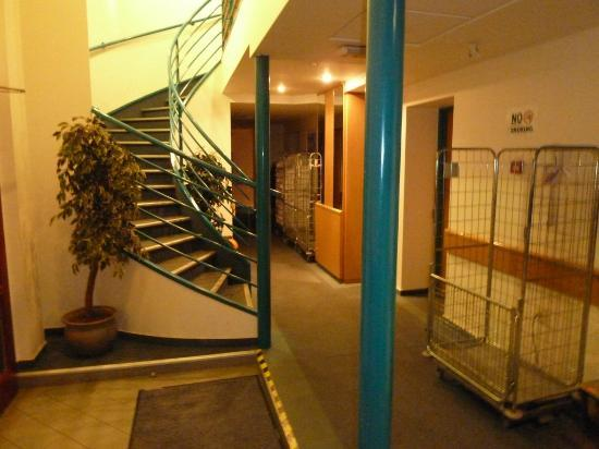 City Hotel Matyas: Entry area into two floors of hotel rooms