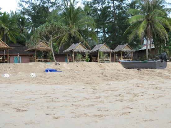 Somewhere Else : the little bungalows - view from the beach