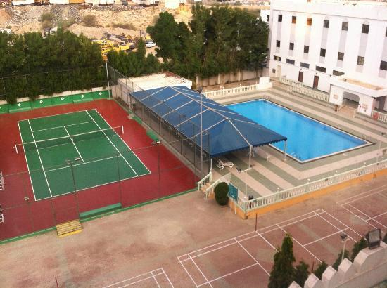 Hotel Al Madinah Holiday : Pool & Tennis court