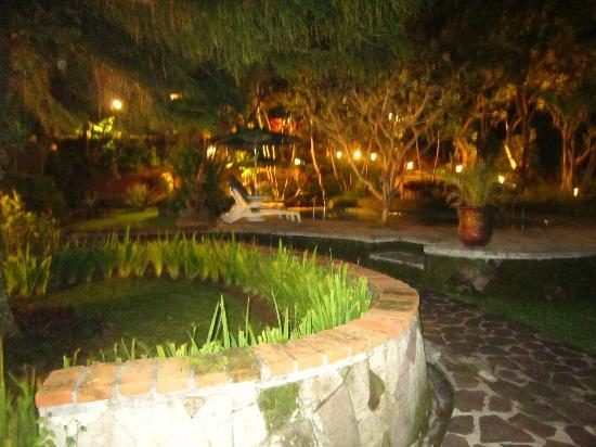 Puri Bunga Resort and Spa: Garden
