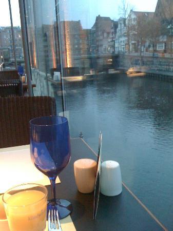 Hotel Altes Kaufhaus: Reservieren Sie einen Fenstertisch zum Frühstück! Das ist dann Ihre Aussicht.