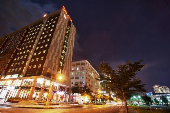 Ibis Saigon South Hotel