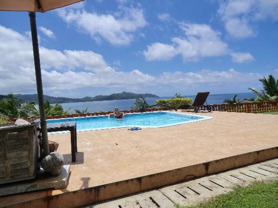 Bay View Villa : Waiting for my cofee by the pool