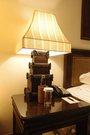 INTERCONTINENTAL Bali Resort: Artistic Bali Style Club Room-bedside lamp