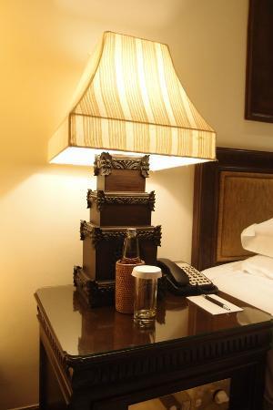 INTERCONTINENTAL Bali Resort: Artistic Bali Style Club Room-bedside lamp 