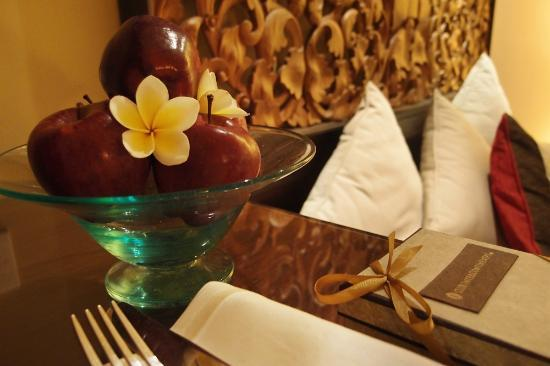 INTERCONTINENTAL Bali Resort: Artistic Bali Style Club Room-Fruit Plate with gift box