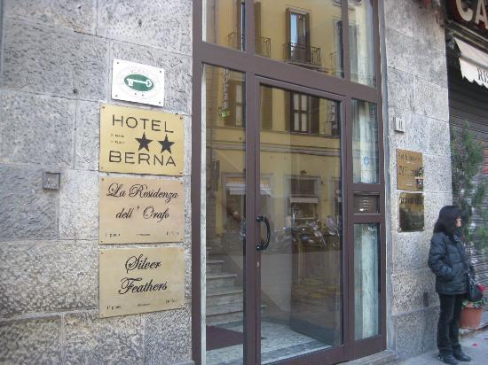 ลาเรซสิเดนซ่า เดลโลราโฟ: Вывеска с названием отеля