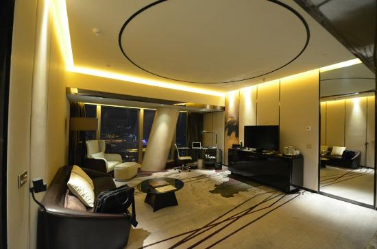 Four Seasons Hotel Guangzhou: Superior Suite Living Area
