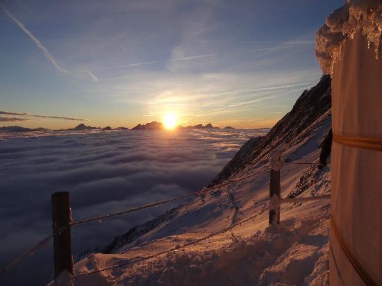 Rochers-de-Naye Yurts: coucher de soleil